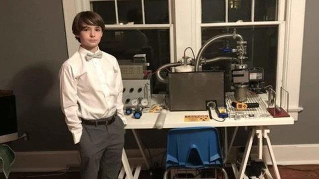 Cậu bé 12 tuổi giải thích vì sao thay vì chơi game ở độ tuổi này, cậu lại đi chế tạo lò phản ứng hợp hạch