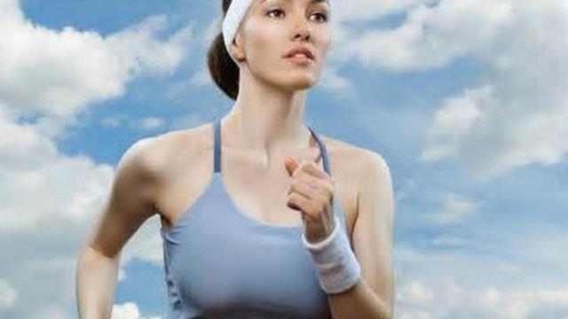 Đi bộ và chạy trên máy tốt hay tập ngoài trời tốt hơn?