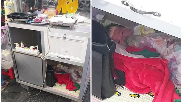 Em bé nằm bú sữa dưới hộc tủ, phía trên mẹ tất bật mưu sinh: Bé rất ngoan, biết thương mẹ, gia đình vẫn lo được cho con