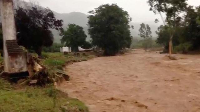 Lốc xoáy đổ bộ Zimbabwe, ít nhất 65 người thiệt mạng