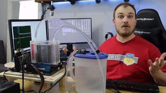 Dùng tản nhiệt khí nhưng lại làm mát bằng nước đá, Youtuber khiến dân PC bất ngờ vì quá sáng tạo