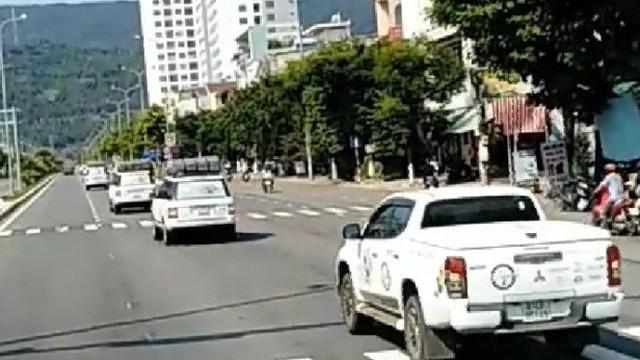 Truy tìm đoàn ô tô phóng vun vút nối đuôi nhau vượt đèn đỏ ở Đà Nẵng