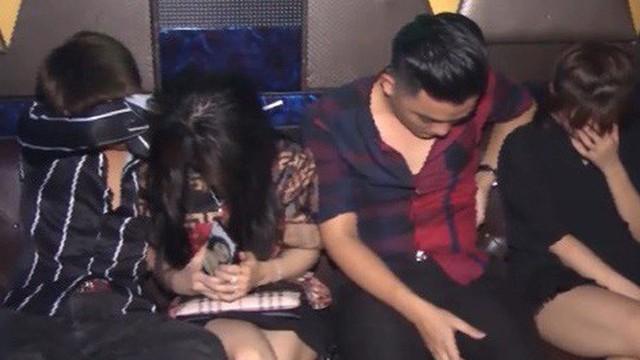 Gần 70 người bay lắc trong tiếng nhạc tại quán karaoke