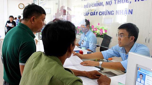 Quận Tân Bình: Buổi tối dân vẫn có thể lên phường nộp hồ sơ