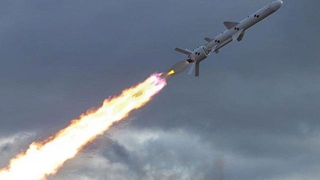 """Để chống Nga, Ukraine cần những tên lửa có khả năng """"bắn tới Urals"""""""