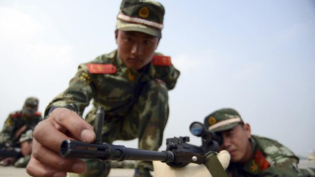 """Những loại súng nào đang giúp lính Trung Quốc có thể """"bách phát bách trúng""""?"""