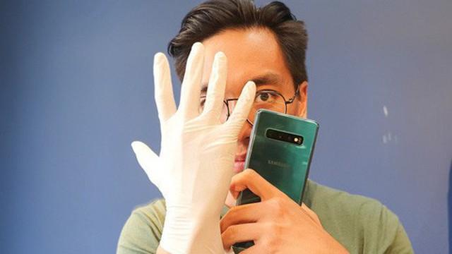 Nghe nói Galaxy S10 nhận cả vân tay khi đang đeo găng tay y tế, chúng tôi đã thử và bất ngờ trước kết quả nhận được