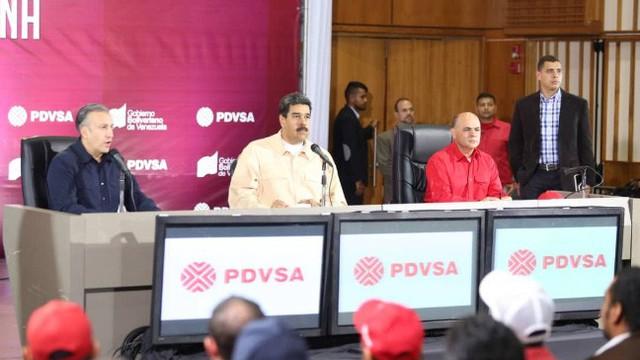 Venezuela lách trừng phạt của Mỹ bằng cách chuyển tiền bán dầu qua Nga