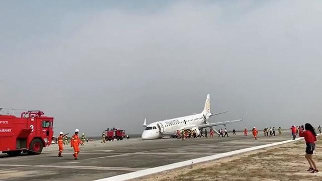 """""""Lạnh gáy"""" với giây phút máy bay Myanmar chở 88 người tiếp đất """"bằng mũi"""""""