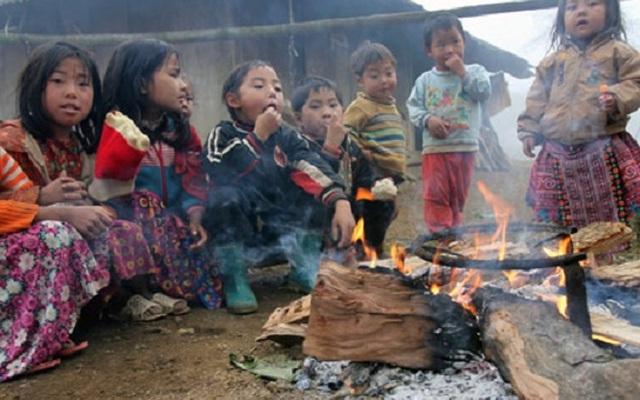 Phát quà cho trẻ em nghèo và tiếng quát khiến người ta giật mình
