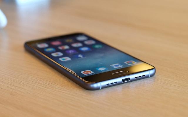 """Bao nhiêu người đã đặt mua chiếc điện thoại """"made in Vietnam"""" của Bkav?"""