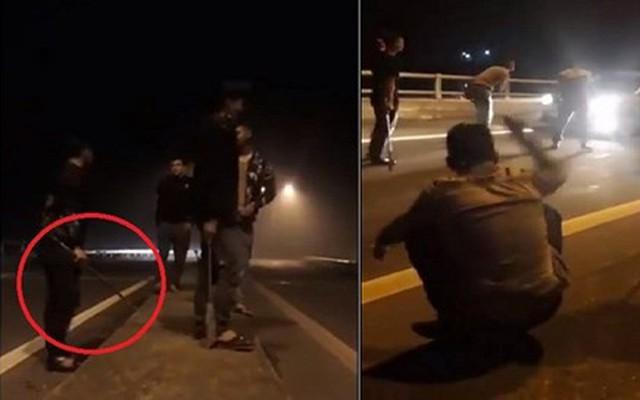 """Vụ chặn xe xin tiền: """"Nhóm này cầm kiếm quệt xuống mặt đường tóe lửa, vừa đi vừa hò hét"""""""
