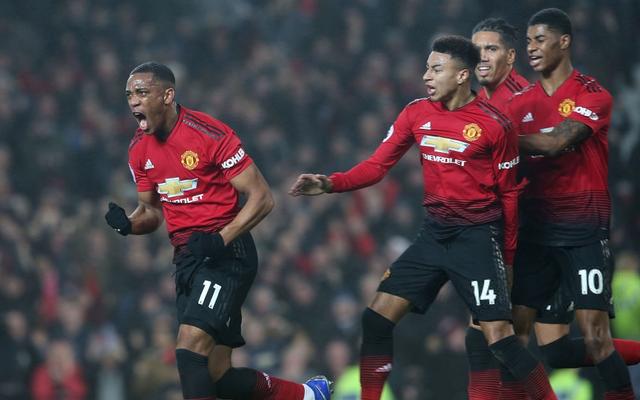 """Mourinho """"dũng cảm"""", Man United khiến Old Trafford tự hào trong ngày đối đầu Arsenal"""