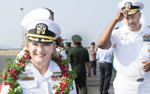 """""""Bông hồng thép"""" - Chỉ huy tuần dương hạm Mỹ ở Đà Nẵng mà Nga đánh giá mạnh nhất TG là ai?"""