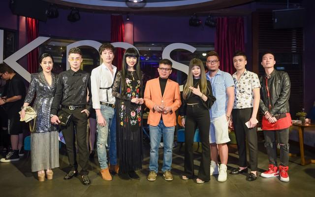 Siêu mẫu gốc Việt nổi tiếng - Jessica Minh Anh xuất hiện giản dị tại một sự kiện ở Hà Nội