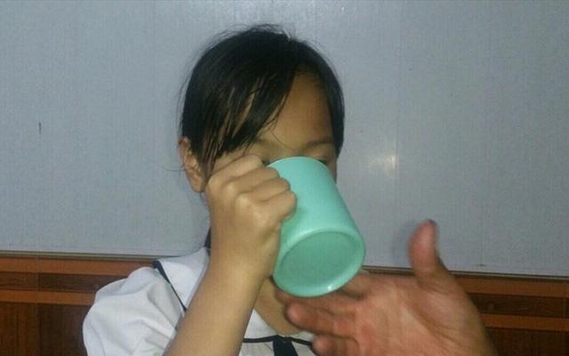 """Ông nội HS bị bắt uống nước giẻ lau: """"Có người bảo cháu tôi nói điêu, làm hại cô giáo"""""""