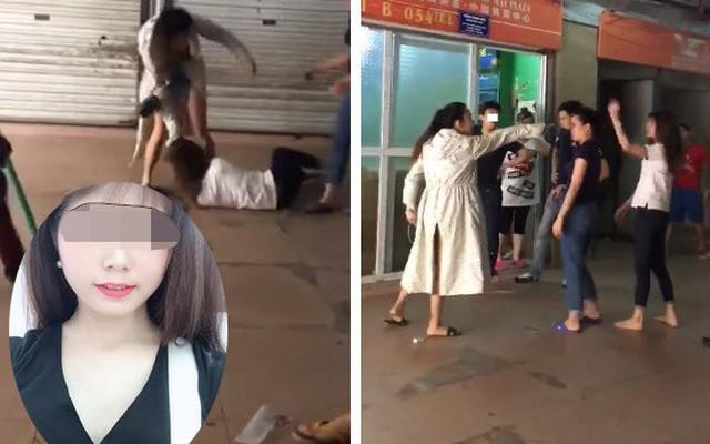 """Vợ cũ bị """"vợ mới"""" của chồng đánh tới tấp: Anh ta cầm dao dọa không cho ai vào can"""