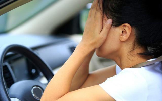 Đưa con đi học, đoạn hội thoại 2 câu trên xe khiến người mẹ bật khóc
