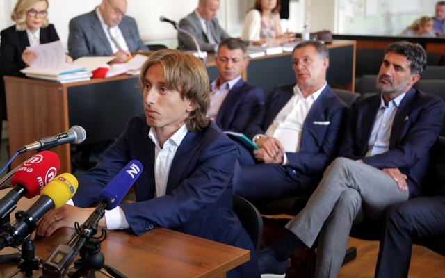 """Đang """"chờ án"""" từ quê nhà, Luka Modric tiếp tục dính án tù ở Tây Ban Nha"""