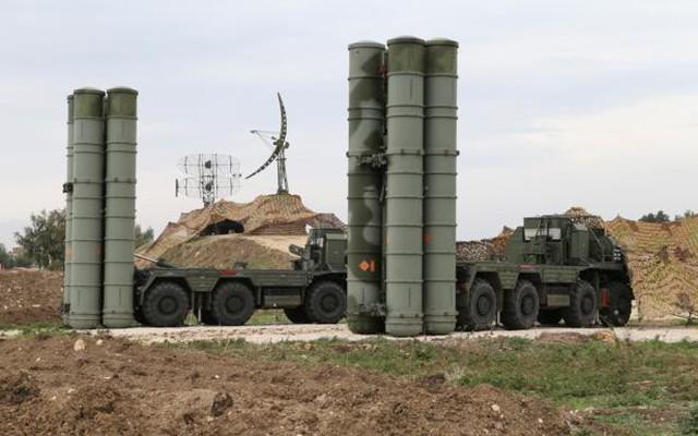"""Kinh ngạc với khí tài """"cổ lỗ sĩ"""" của tên lửa S-400 Nga triển khai ở Syria: Chẳng thể ngờ!"""