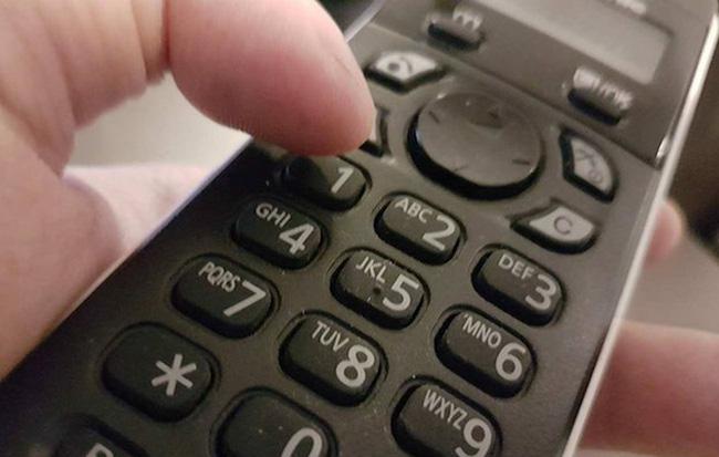 Khó tin chuyện 1 phụ nữ bị nhóm người gọi vài cuộc điện thoại lừa hơn 800 triệu đồng 1