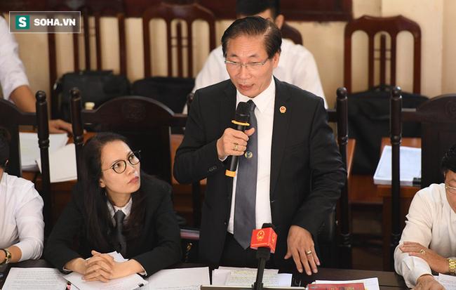 Hình ảnh Nóng: Đồng nghiệp của BS Lương mời luật sư để đề phòng