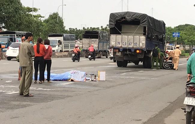 Va chạm với xe tải, cô gái mới ra trường bị cán chết thương tâm ở Sài Gòn, tài xế trốn khỏi hiện trường 1
