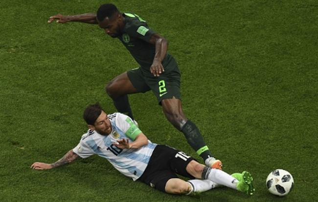 Không phải bàn thắng, đây mới là hình ảnh 'điên rồ' nhất của Messi trước Nigeria 3