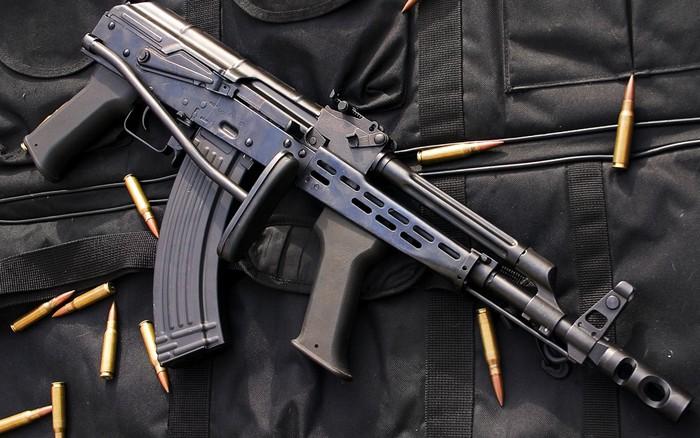 Dân chơi mê mẩn AMD-65 – Khẩu AKM dành cho lính dù ...