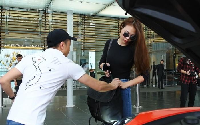 Cường Đôla đón Đàm Thu Trang khi dẫn đầu đoàn Car&Passion 2018