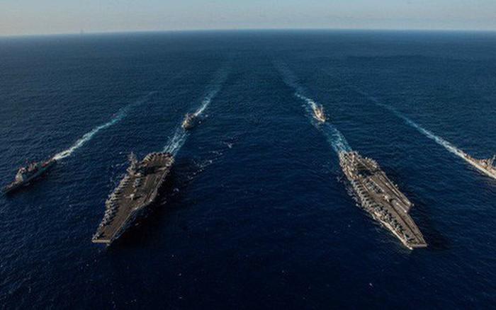 Cận cảnh cuộc tập trận chung của 2 tàu sân bay Mỹ trên biển Philippines -