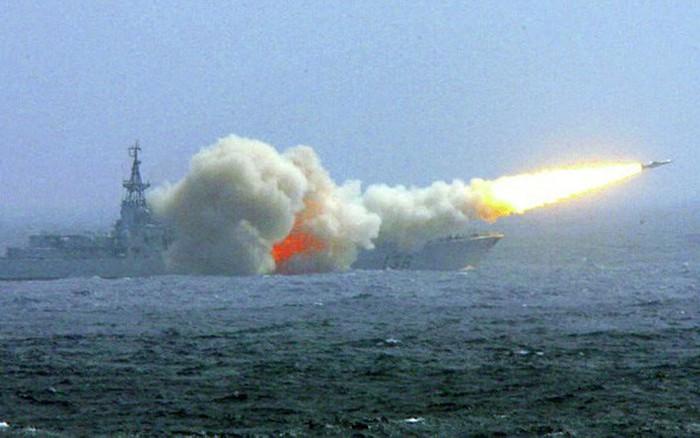 """Vì sao tên lửa Trung Quốc lại khiến tàu sân bay Mỹ """"lo ngay ngáy""""?"""