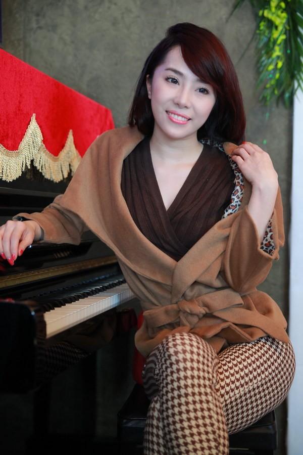 Quỳnh Nga e ấp bên Phạm Văn Mách 1