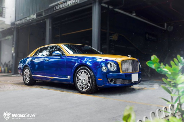 Bentley Mulsanne diện mạo lạ xuất hiện tại Sài Gòn, dân tình tò mò bộ mặt thật phía sau - Ảnh 1.