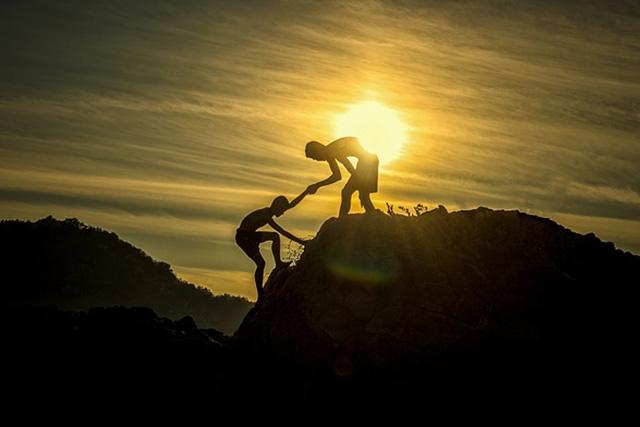Quan hệ có thân thiết, tốt đẹp đến mức nào, cũng không nên nhiệt tình giúp người khác 2 việc này - Ảnh 2.