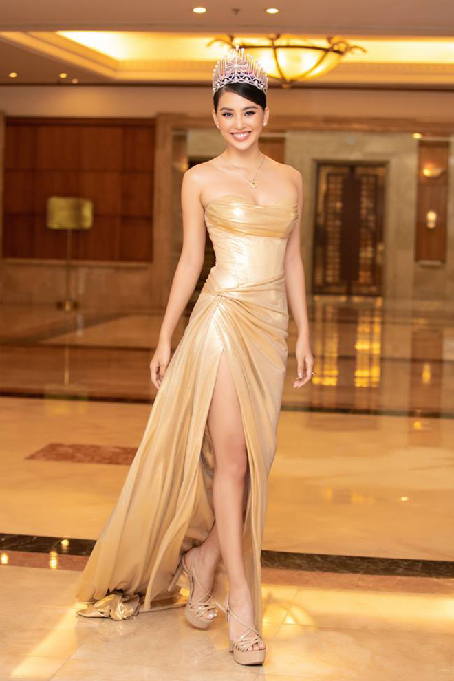 Hoa hậu Tiểu Vy tung ảnh bikini nóng bỏng  - Ảnh 9.