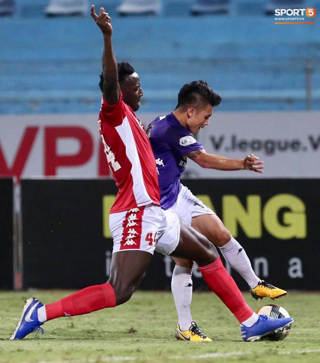 Quang Hải nhảy múa trong vòng cấm, hết kiếm penalty lại ghi bàn đẳng cấp giúp CLB Hà Nội đè bẹp CLB TP.HCM - Ảnh 2.