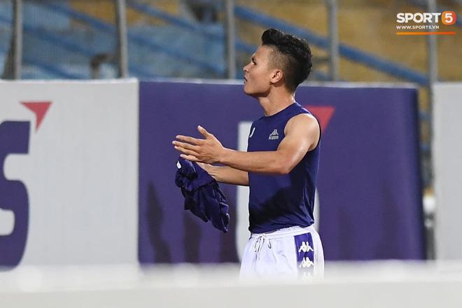 Quang Hải nhảy múa trong vòng cấm, hết kiếm penalty lại ghi bàn đẳng cấp giúp CLB Hà Nội đè bẹp CLB TP.HCM - Ảnh 12.