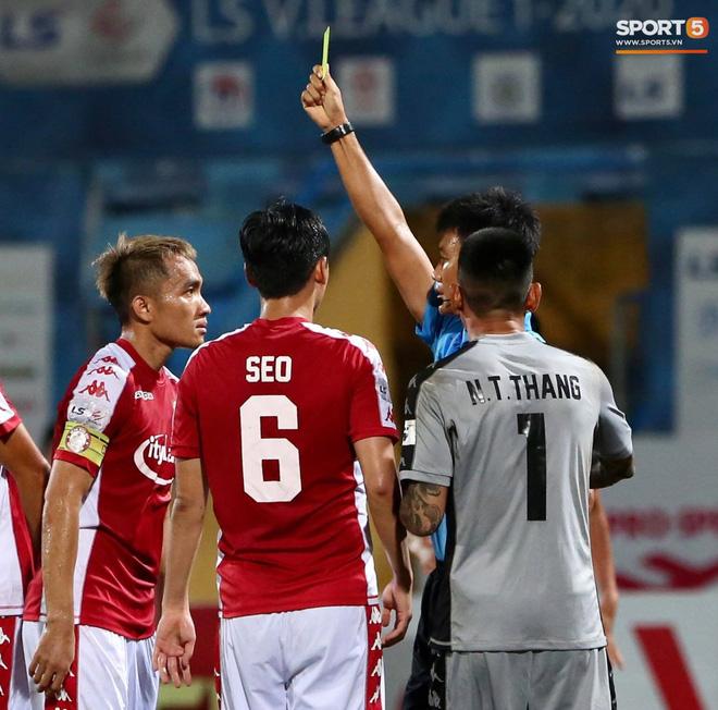 Quang Hải nhảy múa trong vòng cấm, hết kiếm penalty lại ghi bàn đẳng cấp giúp CLB Hà Nội đè bẹp CLB TP.HCM - Ảnh 8.