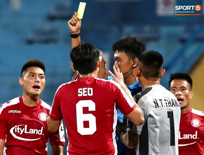 Quang Hải nhảy múa trong vòng cấm, hết kiếm penalty lại ghi bàn đẳng cấp giúp CLB Hà Nội đè bẹp CLB TP.HCM - Ảnh 9.