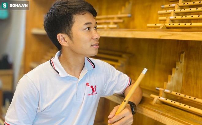 Chàng trai Nghệ An thi đại học 14 lần: Chủ 21 cửa hàng sáo trúc, mang ống hút tre sang trời Tây kiếm tiền tỷ - Ảnh 1.