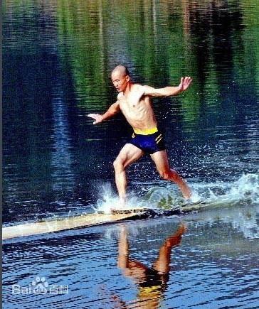 Cao thủ sở hữu khinh công giỏi hơn Chưởng môn Võ Đang, có thể chạy trên mặt nước - Ảnh 1.