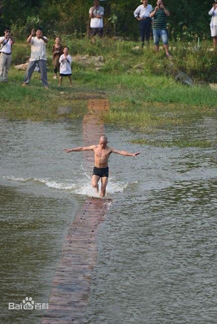 Cao thủ sở hữu khinh công giỏi hơn Chưởng môn Võ Đang, có thể chạy trên mặt nước - Ảnh 2.
