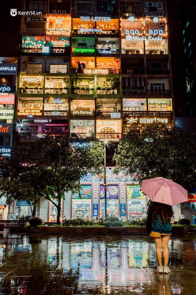 Cận cảnh chung cư Việt Nam lên báo Mỹ được khen nức nở: 1 tỷ đồng cho mỗi mét vuông, thiên đường cafe của giới trẻ Sài Gòn - Ảnh 2.