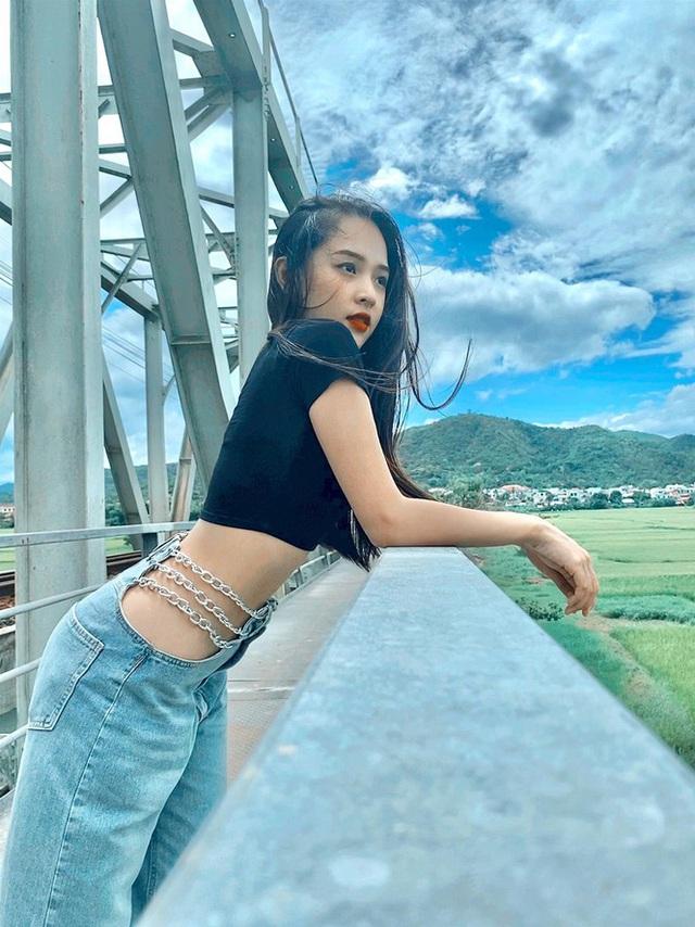 Nữ sinh Phú Yên lột xác ngoạn mục thành hot girl quyến rũ, khoe số đo 3 vòng như hoa hậu - Ảnh 1.