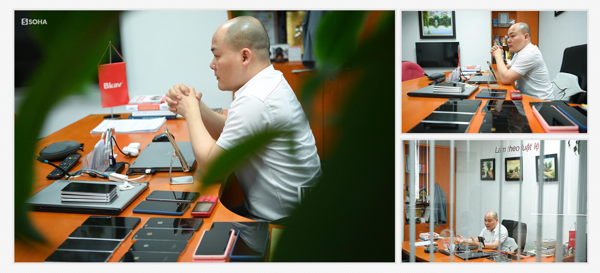 [Bí mật phòng sếp] Căn phòng không thể tin nổi của Nguyễn Tử Quảng và kiểu quần áo không đổi suốt 10 năm - Ảnh 12.