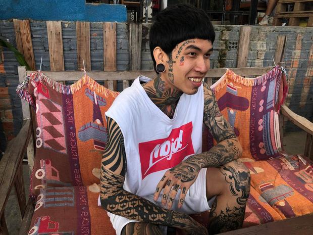 Thí sinh đầu tiên vào chung kết Rap Việt: Cơ cực mưu sinh và ý nghĩa hình xăm trên cơ thể - Ảnh 4.
