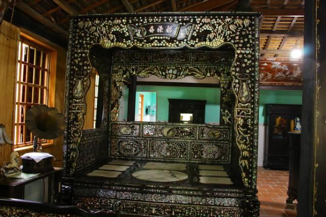 Cận cảnh chiếc giường được trả gần 4 tỷ nhưng đại gia đồ cổ ở Đồng Tháp chưa bán - Ảnh 1.