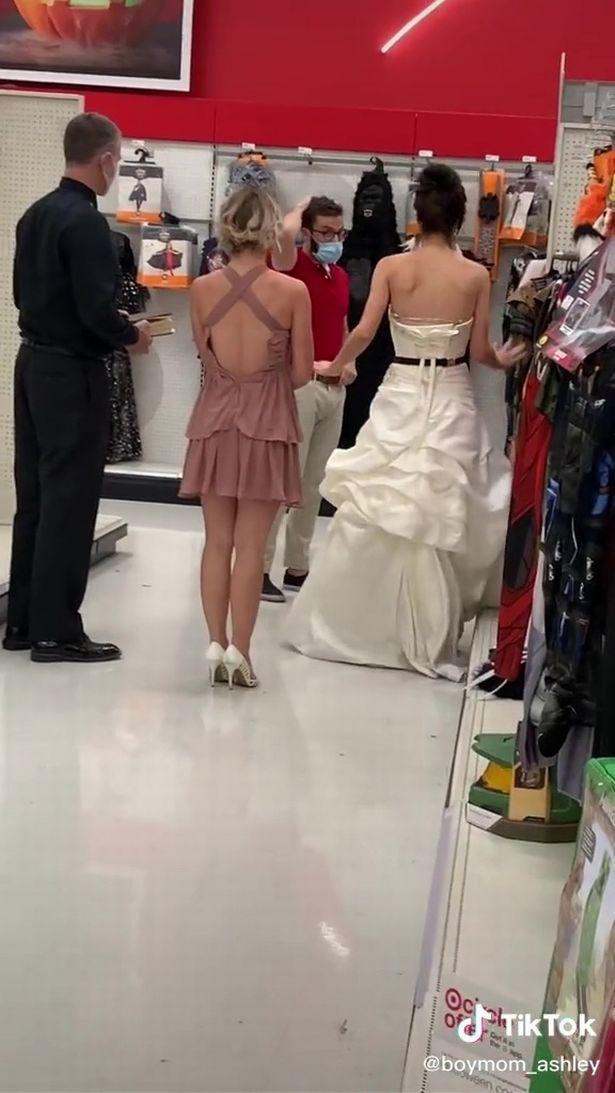 Cô gái mặc váy cưới truy đuổi hôn phu ở chỗ làm, chàng trai có pha xử lý bất ngờ và đoạn kết gây tò mò - Ảnh 3.