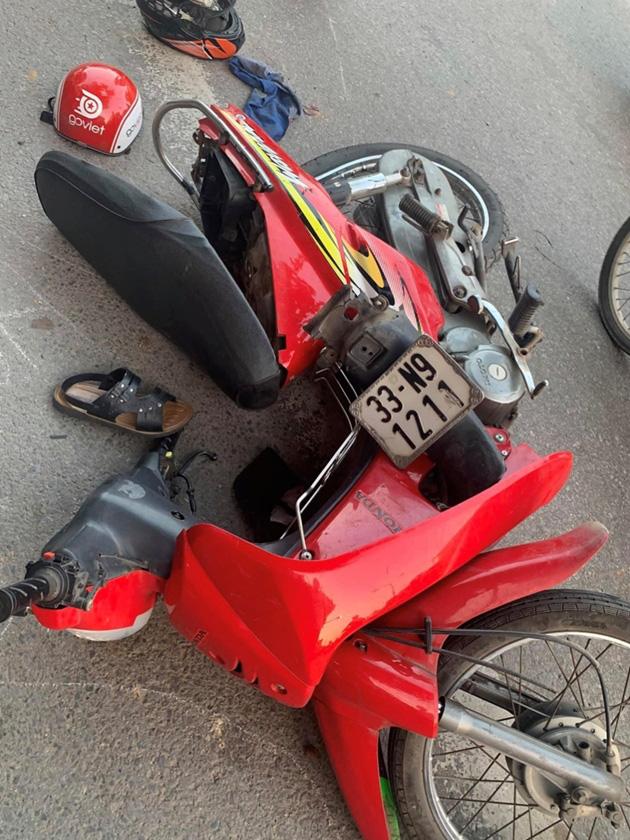 Hiện trường vụ xe ô tô CX5 gây tai nạn liên hoàn ở Hà Nội - Ảnh 7.